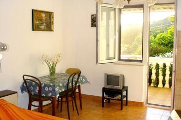 Podaca, Dining room u smještaju tipa studio-apartment, WIFI.