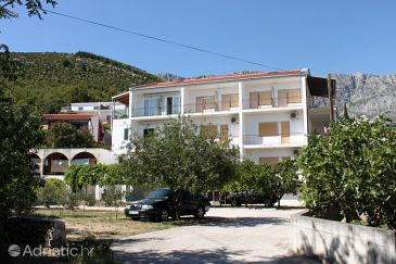 Property Zaostrog (Makarska) - Accommodation 6823 - Apartments near sea with rocky beach.