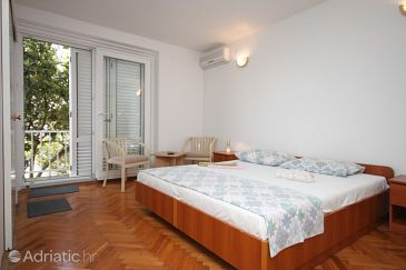 Room S-6839-a - Apartments and Rooms Makarska (Makarska) - 6839