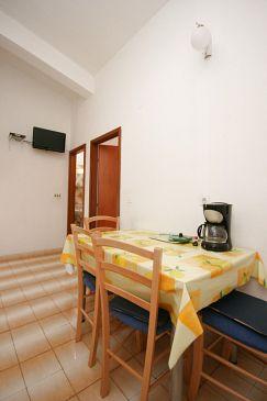 Makarska, Dining room u smještaju tipa apartment, dostupna klima i WIFI.