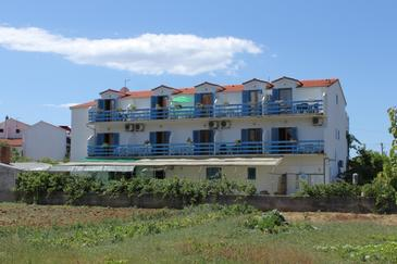 Property Sućuraj (Hvar) - Accommodation 6852 - Apartments near sea with pebble beach.