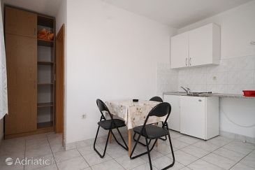 Podaca, Dining room u smještaju tipa studio-apartment.