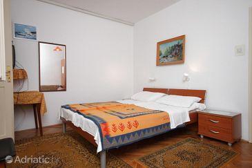 Room S-6930-a - Apartments and Rooms Novigrad (Novigrad) - 6930