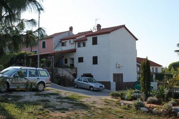 Property Dajla (Novigrad) - Accommodation 6935 - Apartments with pebble beach.
