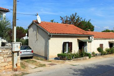 Property Tar (Poreč) - Accommodation 7025 - Vacation Rentals with pebble beach.