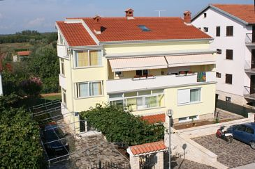 Property Umag (Umag) - Accommodation 7027 - Apartments with sandy beach.