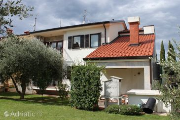 Property Umag (Umag) - Accommodation 7060 - Apartments with sandy beach.