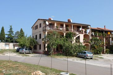 Property Umag (Umag) - Accommodation 7073 - Apartments with pebble beach.