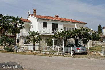 Property Novigrad (Novigrad) - Accommodation 7107 - Apartments with pebble beach.