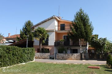 Property Rožac (Umag) - Accommodation 7165 - Apartments with rocky beach.