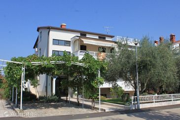 Property Umag (Umag) - Accommodation 7172 - Apartments with sandy beach.