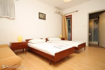 Room S-7194-a - Rooms Medulin (Medulin) - 7194