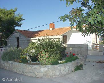 Property Puntinak (Brač) - Accommodation 720 - Apartments near sea with pebble beach.