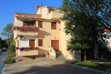 Valbandon, Fažana, Property 7297 - Apartments with pebble beach.