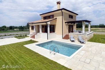 Kanfanar, Središnja Istra, Property 7330 - Vacation Rentals with pebble beach.
