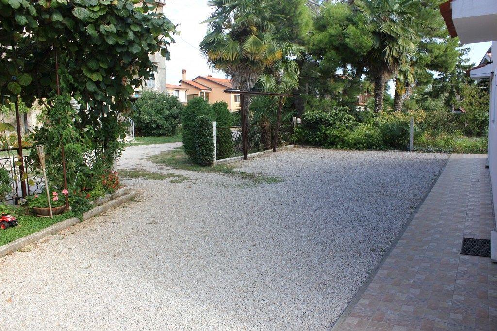 Apartmány s parkoviskom v meste Bašanija - 7334