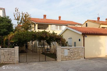 Property Valbandon (Fažana) - Accommodation 7352 - Apartments with pebble beach.