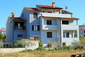 Property Štinjan (Pula) - Accommodation 7369 - Apartments with pebble beach.
