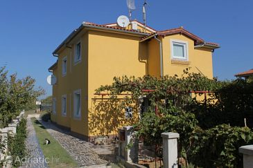 Property Fažana (Fažana) - Accommodation 7396 - Apartments with pebble beach.