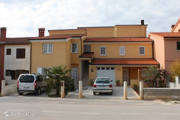 Property Štinjan (Pula) - Accommodation 7423 - Apartments with pebble beach.