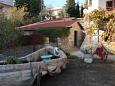 Podwórko Novi Vinodolski (Novi Vinodolski) - Zakwaterowanie 7449 - Apartamenty ze żwirową plażą.