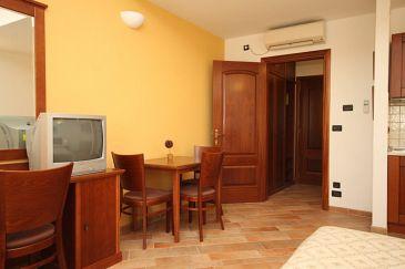 Trogir, Jadalnia w zakwaterowaniu typu studio-apartment, dostupna klima i WIFI.