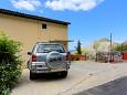 Parking lot Borak (Omiš) - Accommodation 7571 - Apartments with sandy beach.