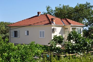 Property Čilipi (Dubrovnik) - Accommodation 7600 - Vacation Rentals with pebble beach.