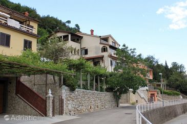 Mošćenička Draga, Opatija, Property 7628 - Apartments and Rooms blizu mora with pebble beach.