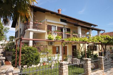 Property Novigrad (Novigrad) - Accommodation 7639 - Apartments and Rooms with pebble beach.