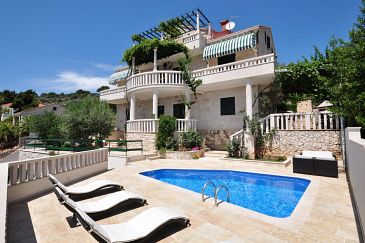 Property Puntinak (Brač) - Accommodation 769 - Apartments near sea.