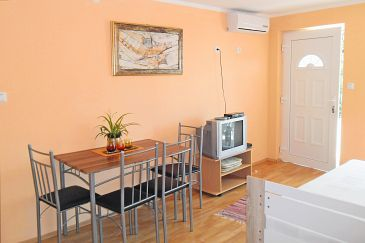 Oprič, Dining room u smještaju tipa apartment, dostupna klima, dopusteni kucni ljubimci i WIFI.