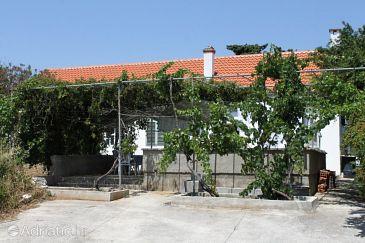 Verunić, Dugi otok, Property 8107 - Apartments blizu mora with pebble beach.