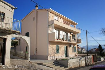 Property Slatine (Čiovo) - Accommodation 8207 - Apartments with pebble beach.