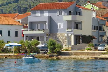 Property Preko (Ugljan) - Accommodation 8226 - Apartments near sea.