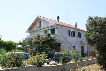 Property Guduće (Ugljan) - Accommodation 8240 - Apartments with rocky beach.