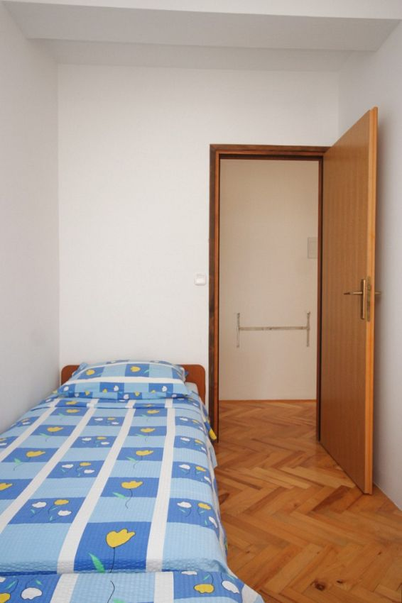Apartmány s parkoviskom v meste Preko - 8267