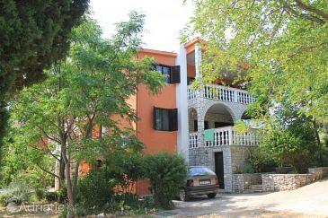 Ugljan, Ugljan, Property 8276 - Apartments with pebble beach.