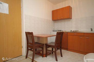 Tribunj, Dining room u smještaju tipa studio-apartment, dopusteni kucni ljubimci.