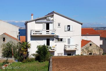 Kali, Ugljan, Property 837 - Apartments blizu mora with pebble beach.