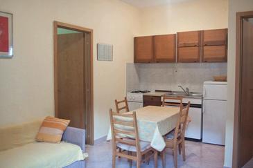Apartment A-8656-c - Apartments Seget Donji (Trogir) - 8656