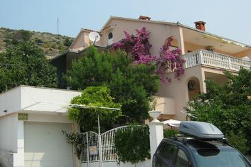 Seget Donji, Trogir, Property 8656 - Apartments blizu mora with pebble beach.