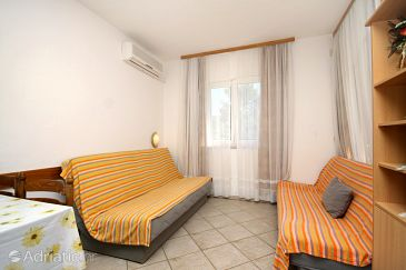 Apartment A-8777-e - Apartments Jelsa (Hvar) - 8777