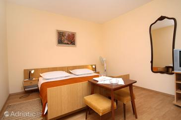 Room S-8798-a - Apartments and Rooms Jelsa (Hvar) - 8798