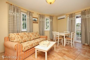 Apartment A-8806-b - Apartments Rosohotnica (Hvar) - 8806