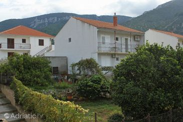 Property Komiža (Vis) - Accommodation 8866 - Apartments with pebble beach.