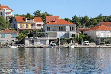 Property Lumbarda (Korčula) - Accommodation 9303 - Apartments near sea.