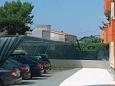 Parking lot Duće (Omiš) - Accommodation 9437 - Apartments with sandy beach.