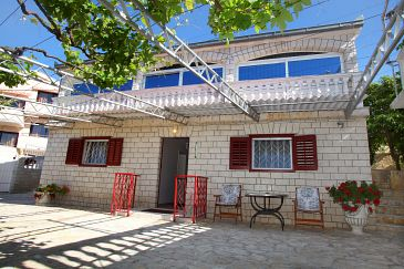 Property Seget Vranjica (Trogir) - Accommodation 980 - Apartments near sea with pebble beach.